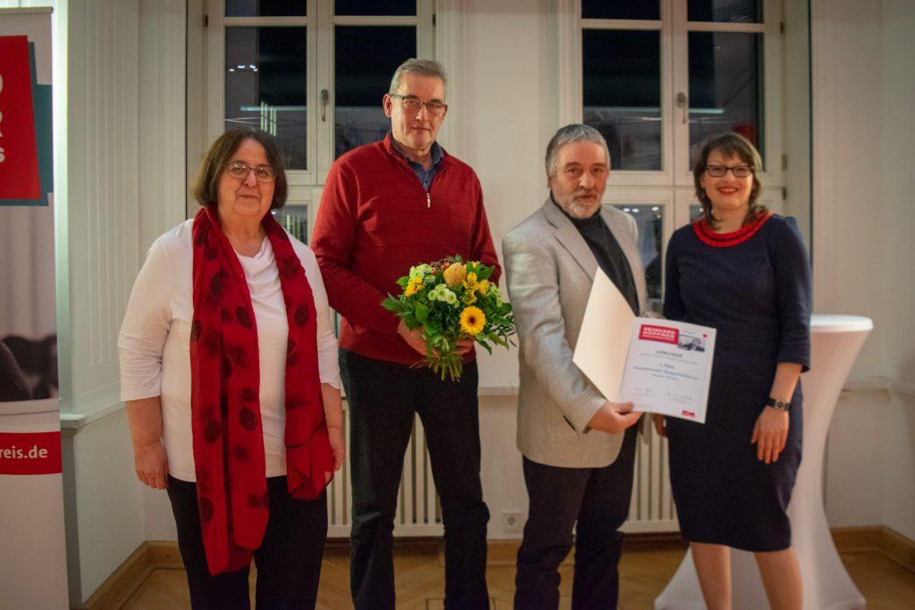 Ortsbürgermeister Gerhard Borstel, Vereinsvorsitzender Rainer Krause, Renate Höppner und Katja Pähle